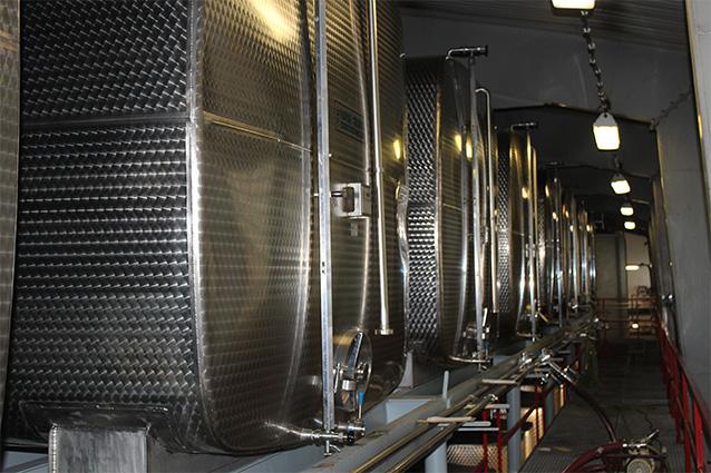 Nerezové tanky na zrenie destilátov